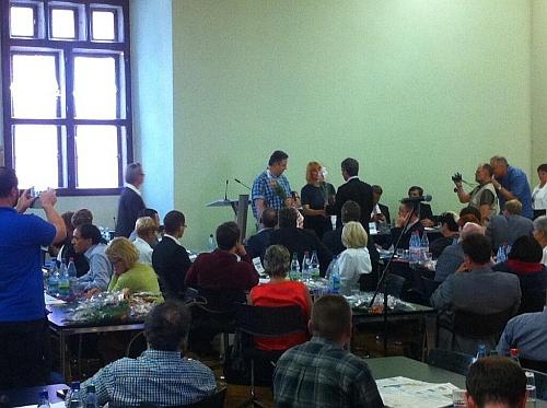 Vereidigung der beiden Jenaer Stadtrats-Piraten unter großer Anteilnahme der Presse